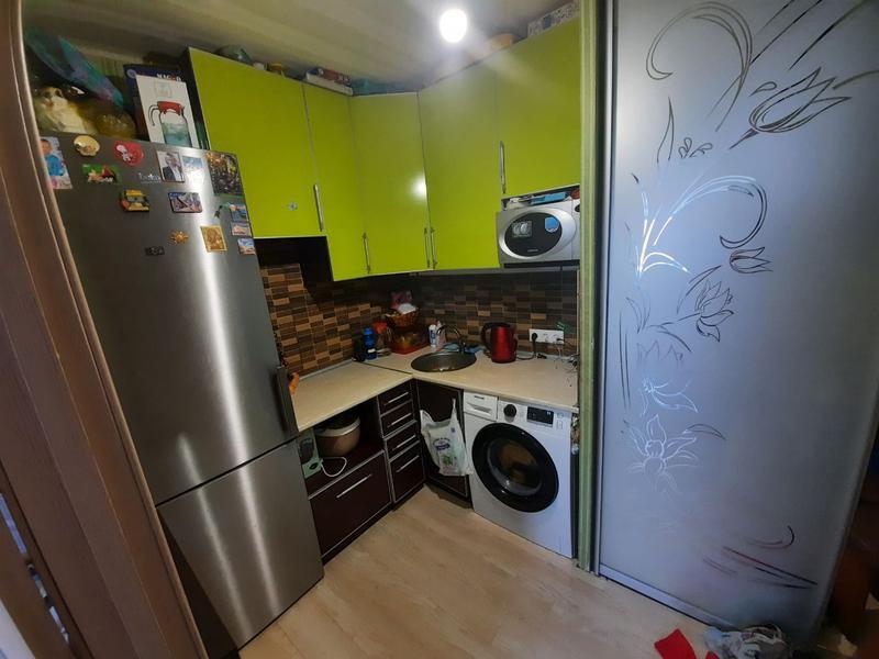 Продам 1 комнатную гостинку с ремонтом, метро Малышева.