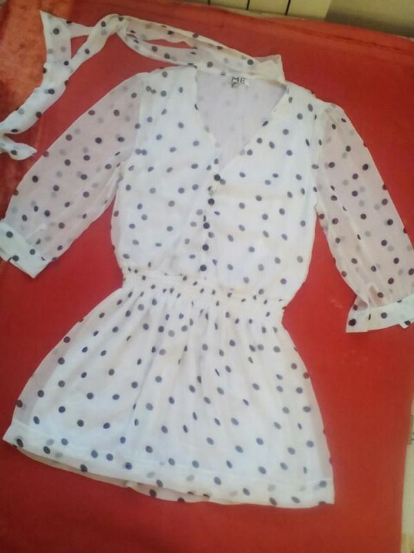 Коротенькое платье-туника в горошек