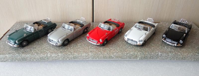 Набор моделей MGB Convertible, Cararama/Hongwell, масштаб 1:43