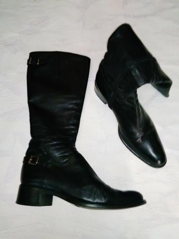 Стильные кожаные сапоги