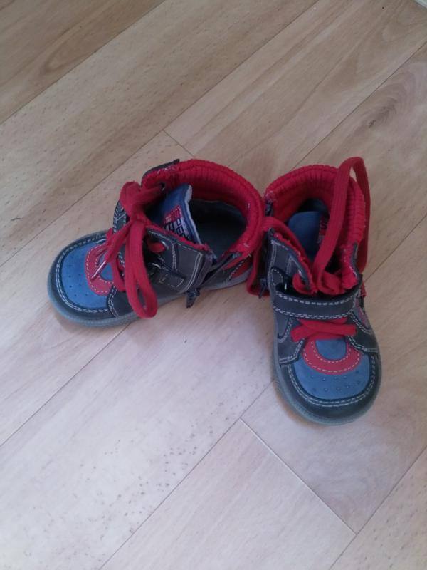Демисезонные ботиночки для малыша+ резиновые сапожки в подарок