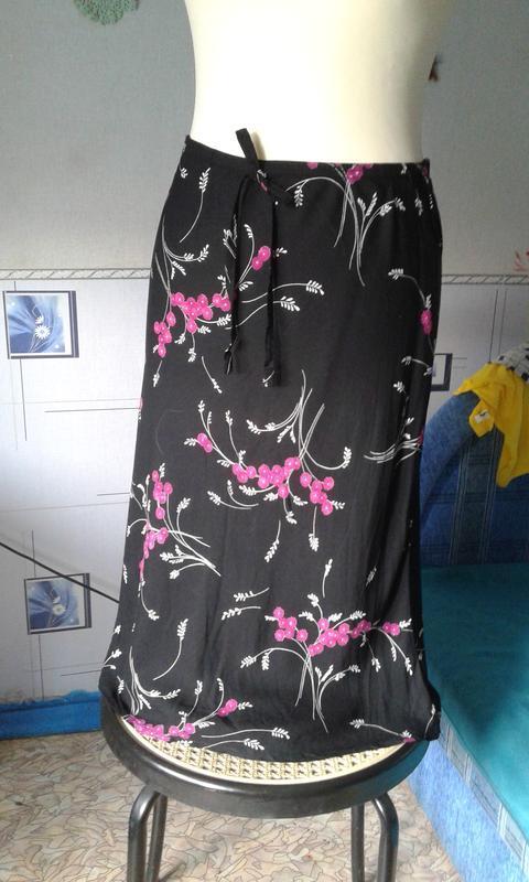 Юбка new look-черная в цветы- ярко стильно модно
