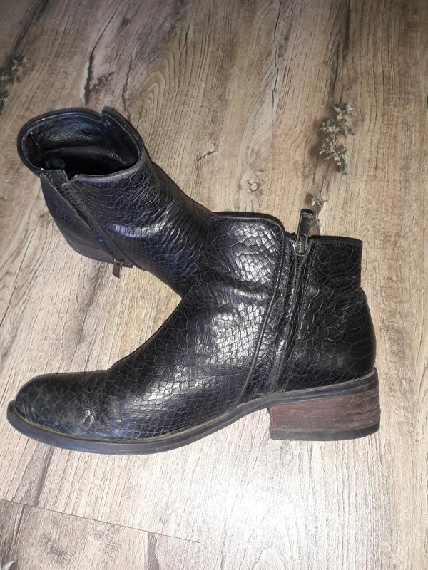 Кожаные короткие ботинки сапоги челси тиснение рептилия