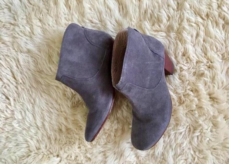Крутые замшевые ботинки казаки