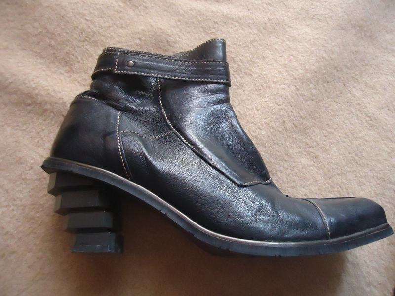 Эксклюзивные кожаные сапоги с оригинальным каблуком eject