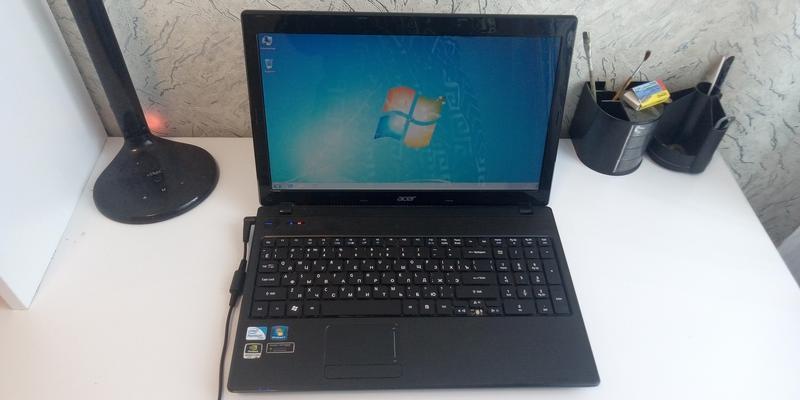 Ноутбук Acer Aspire 5742 ZG 1гб видюха ,батарея 2-3 часа