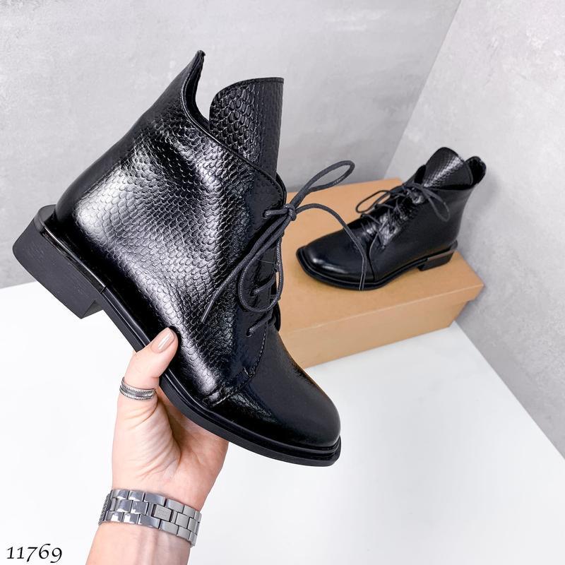 Короткие деми ботинки, натуральная кожа под рептилию,в наличии...