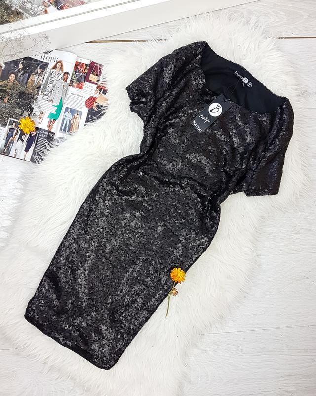 Вечірня сукня в паєтки з відкритою спинкою boohoo