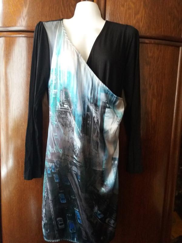 Прямое платье принт-вечерний  город - имитация  запаха-jeans g... - Фото 3