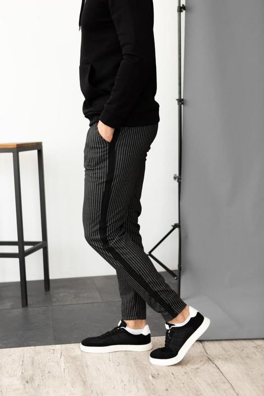 Черные брюки повседневные мужские в полоску штаны в классическом