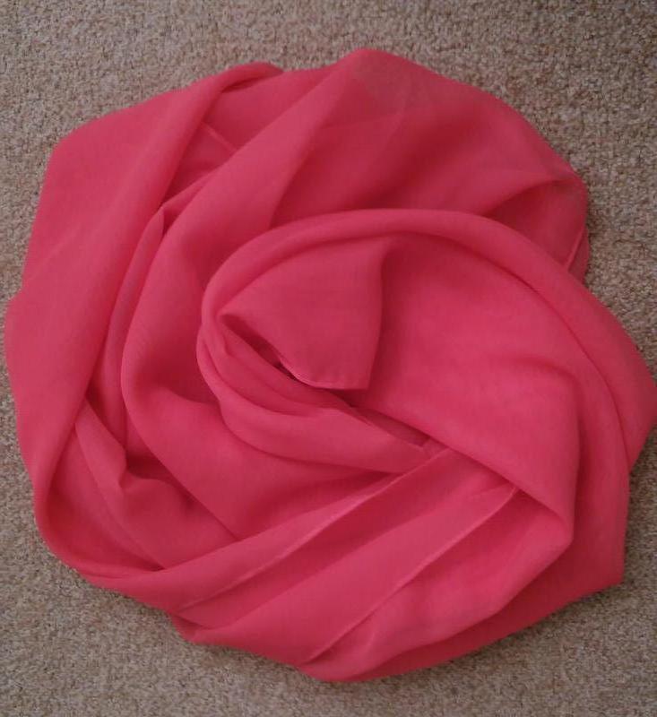 Большой шарф-палантин актуального лососевого цвета