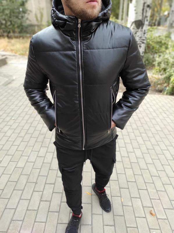 Мужская кожаная куртка с капюшоном утепленная