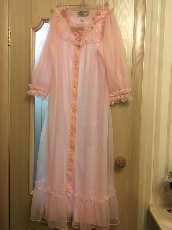 Пеньюар  халат винтажный женский  с перламутровыми пуговицами