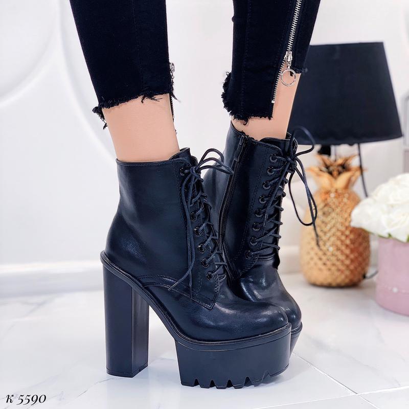 Чёрные массивные ботинки на каблуке и платформе,демисезонные б...