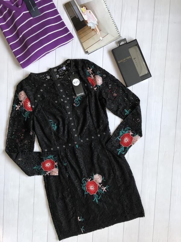 Роскошное кружевное платье с вышивкой