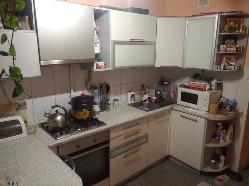 Кухня в біло-сірих кольорах