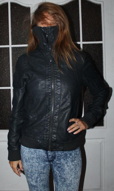 Куртка демисезонная с высоким горлом, черная