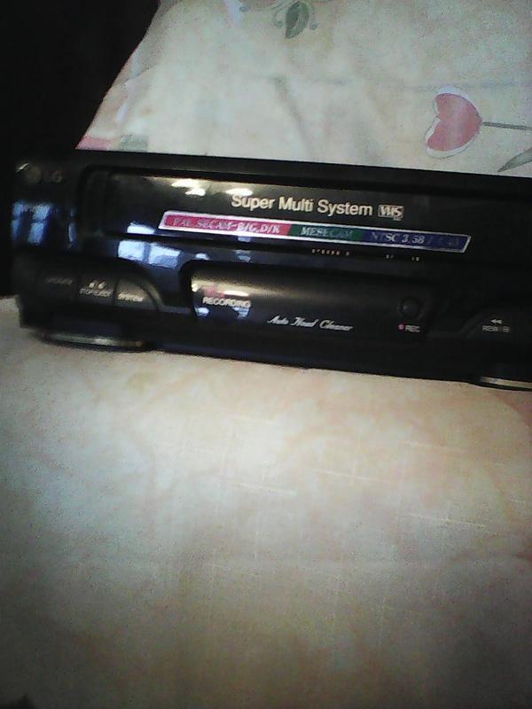 Видеомагнитофон  LG  Video cassette Player