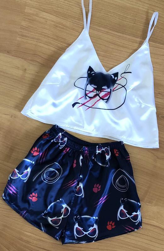 Женская атласная пижама с шортами разные