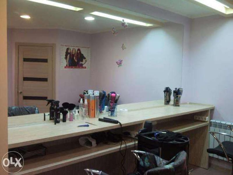 Рабочее место парикмахера на условиях аренды минута метро героев