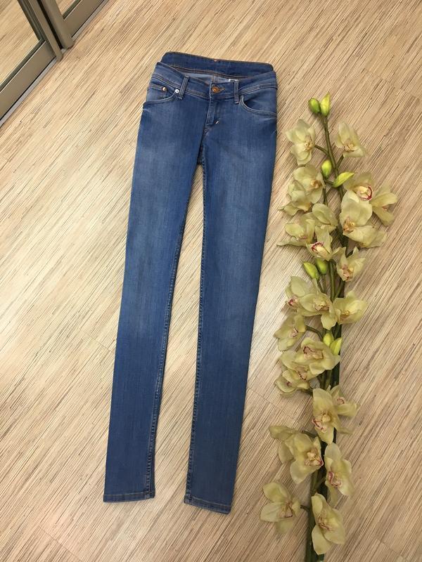 Голубые джинсы от h&m