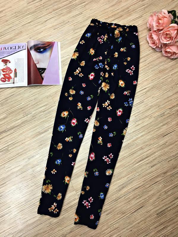 Легкие брюки с цветочным принтом