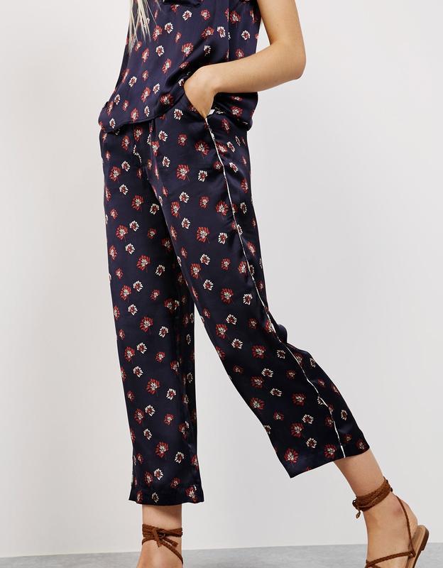 Легкие брюки от bershka
