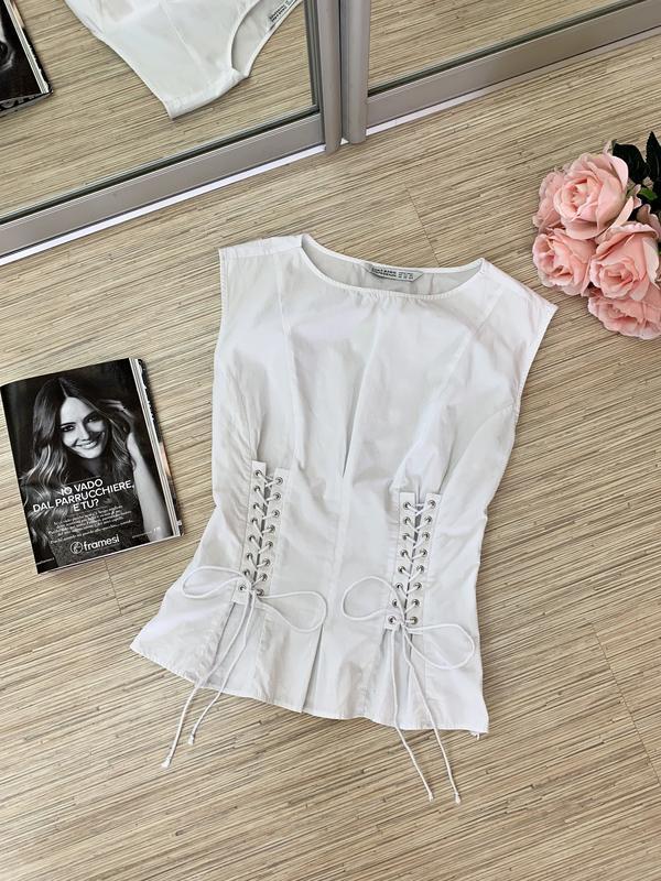 Интересная блуза со шнуровкой от zara