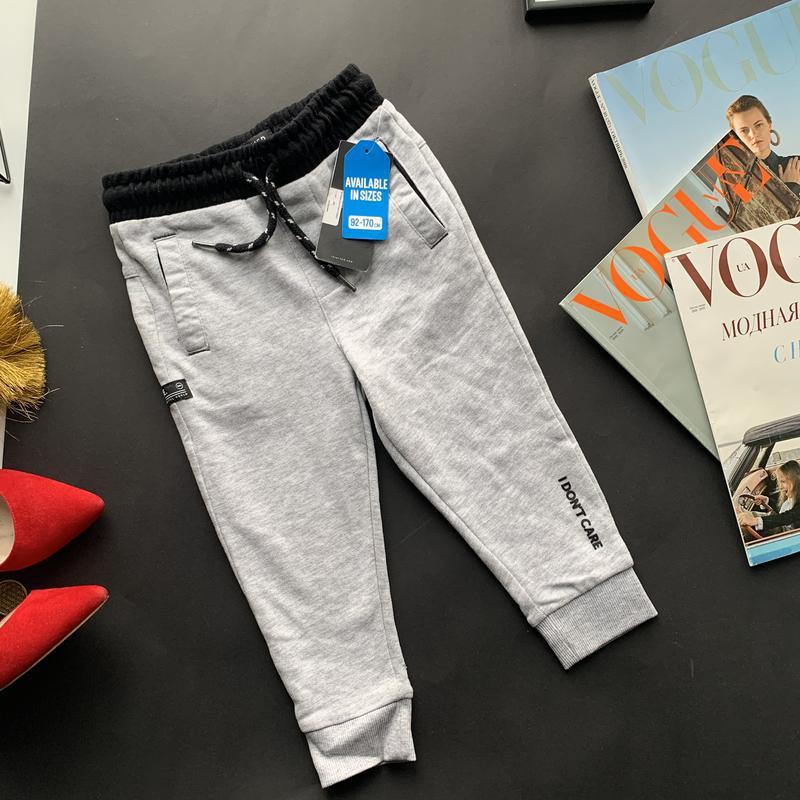 Новые серый спортивные штаны на мальчика 92 см