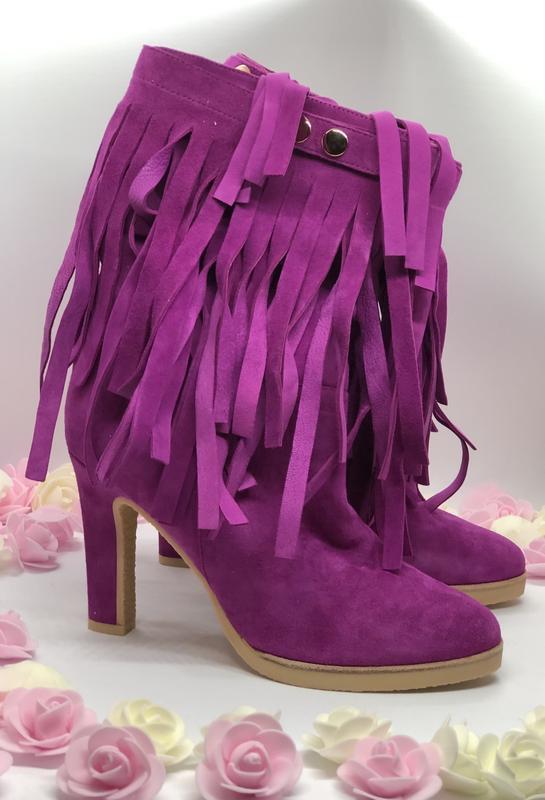 Яркие ботинки сапоги, новые из натуральной замши