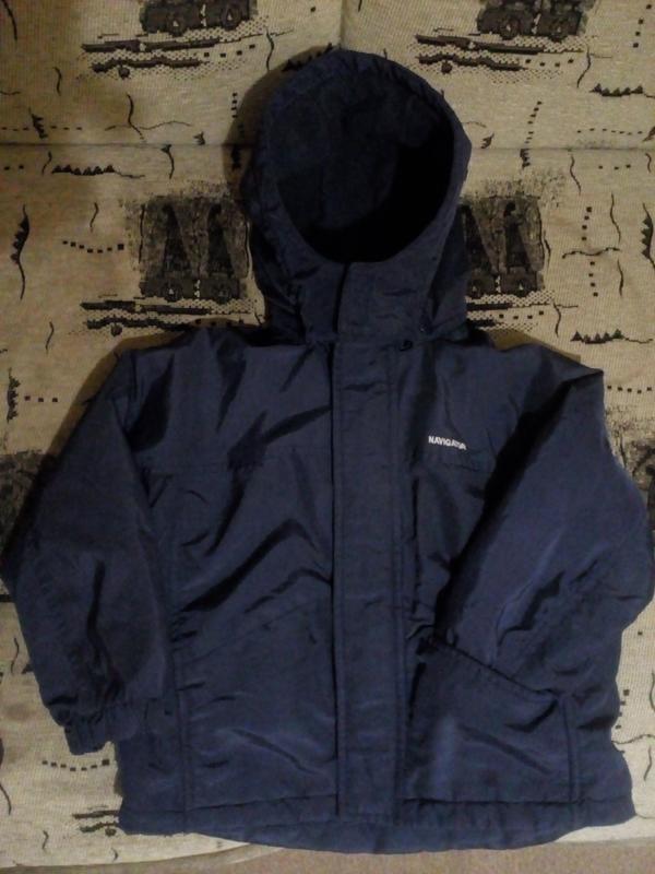 Осенняя демисезонная фирменная куртка на мальчика с капюшоном