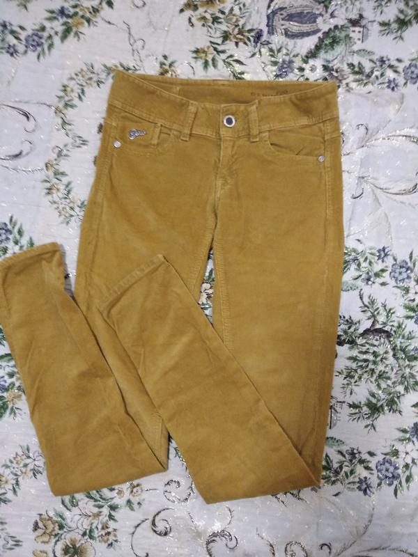 Вельветовые джинсы скини с высокой посадкой