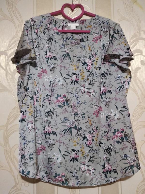 Шелковистая блуза с красивым принтом.