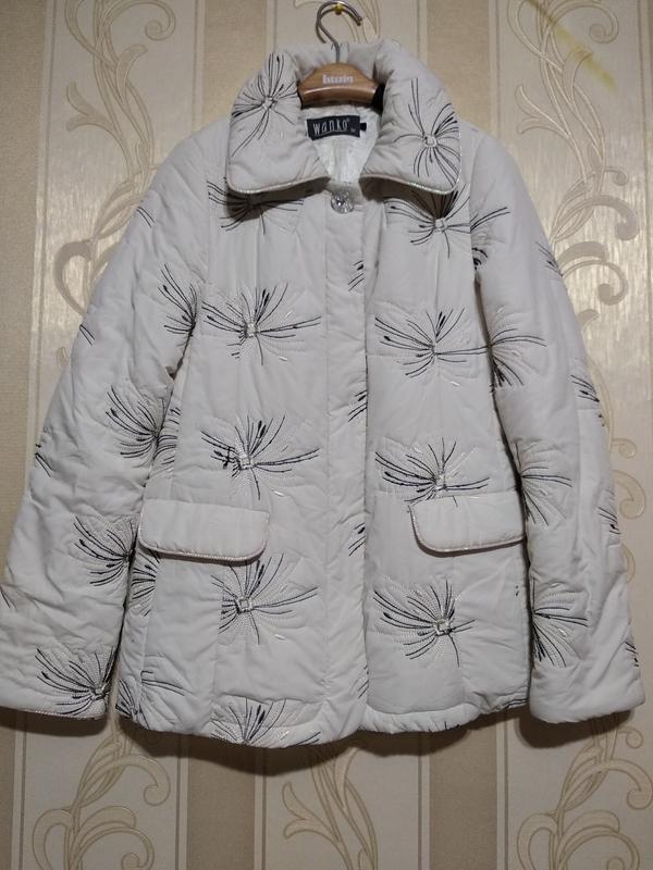 Куртка с бриллиантовой пуговицей