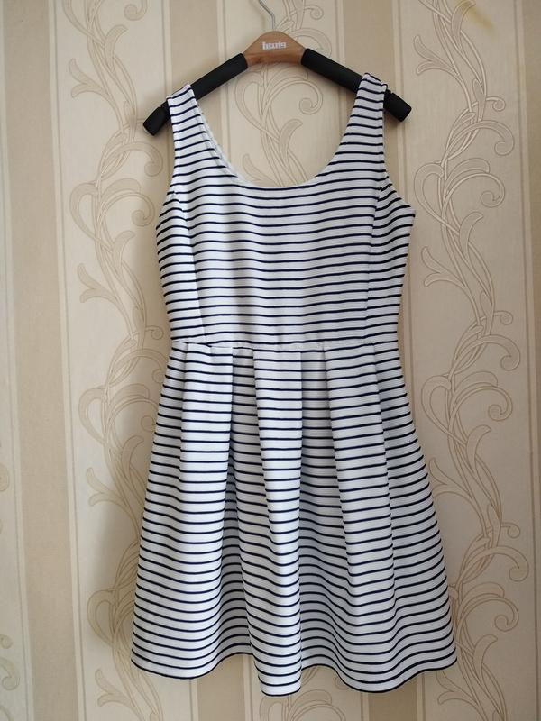 Фактурное платье в полоску, новое.