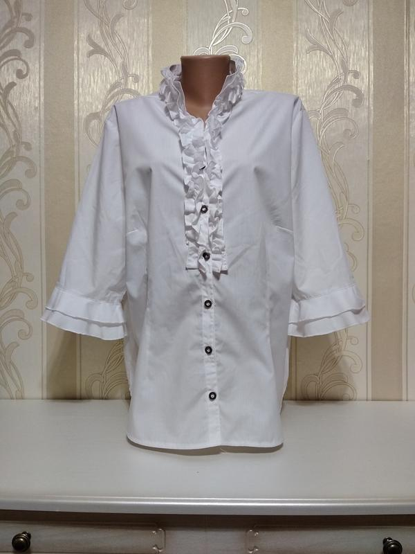 Белоснежный нарядная летняя блуза со шнуровкой.