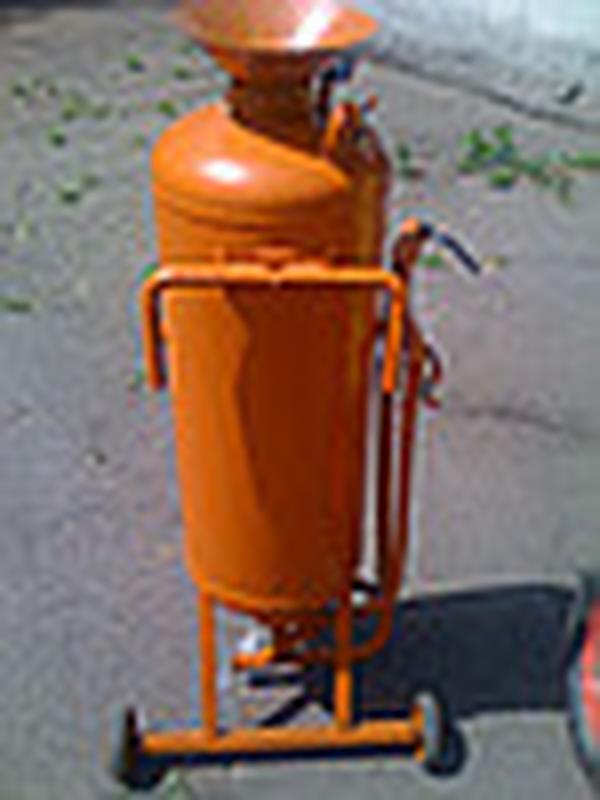 пескоструйные аппараты с емкостями объемом 50 и 125 литров