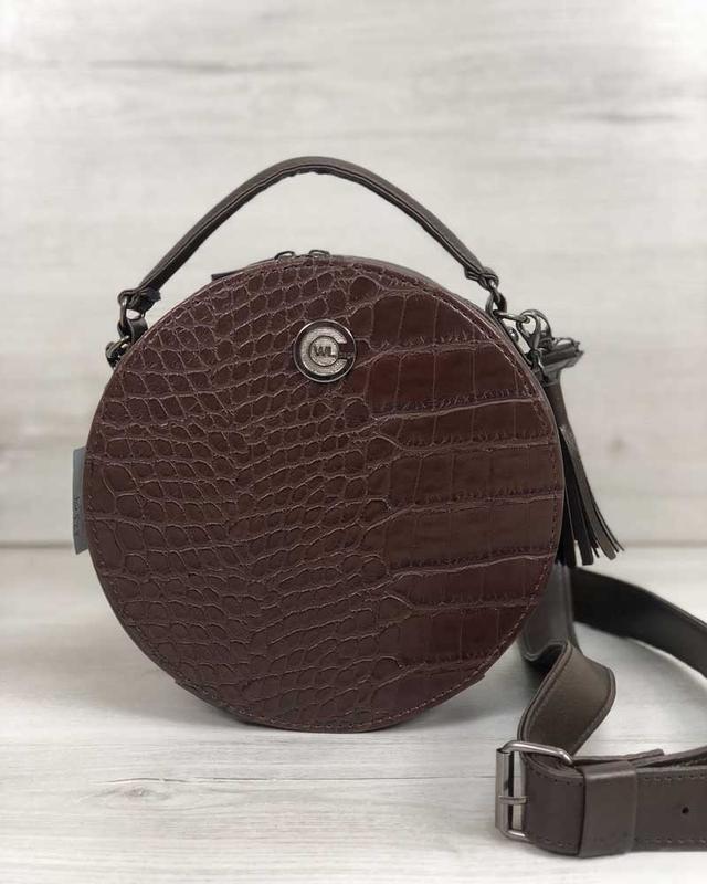 Круглая женская сумочка кросс-боди коричневая крокодиловая