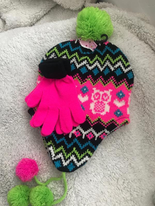 Набор для девочки шапка с помпоном и варежки на флисе