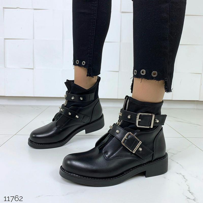 Стильные чёрные ботинки деми с ремешками