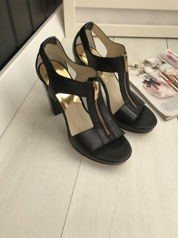 Босоножки на каблуке чёрные - Фото 2