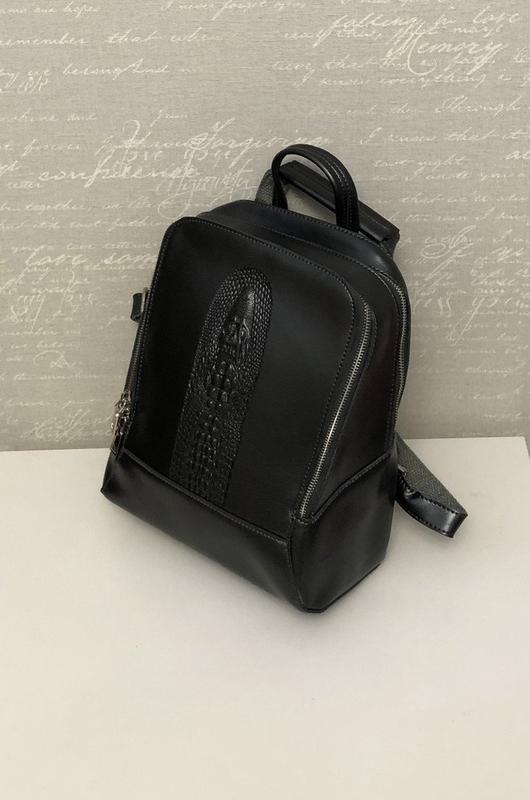 Кожаный черный женский рюкзак