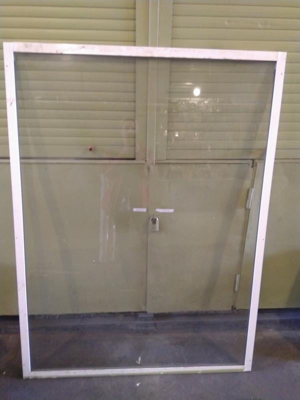 Продам витринное окно