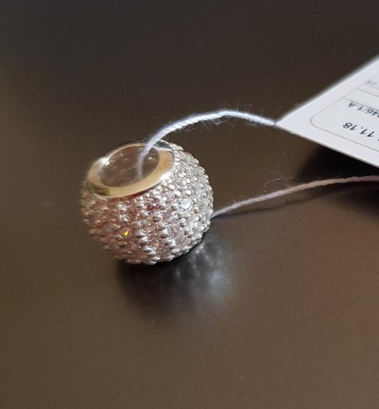 Серебряный шарм на браслет pandora в россыпи камней