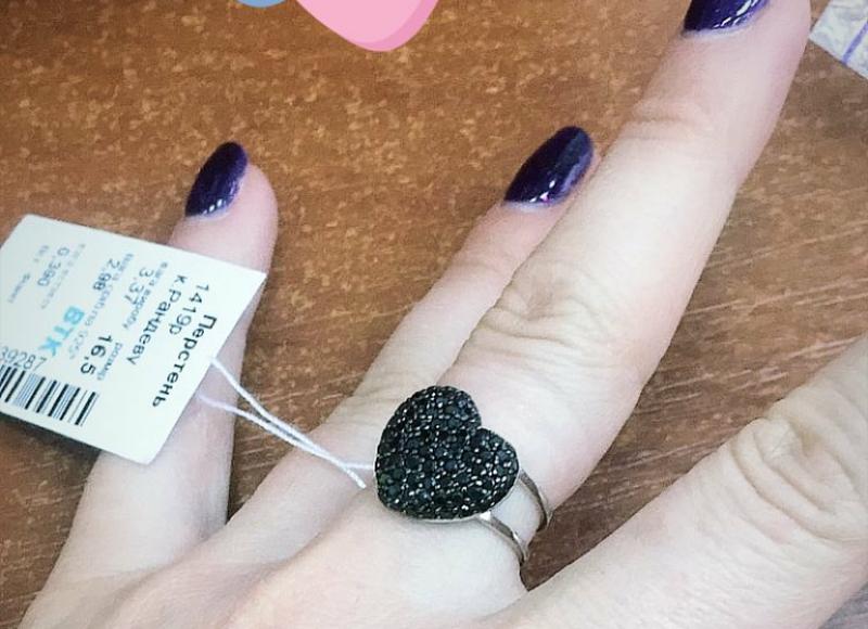 Серебряное кольцо сердце, усыпанное цирконами