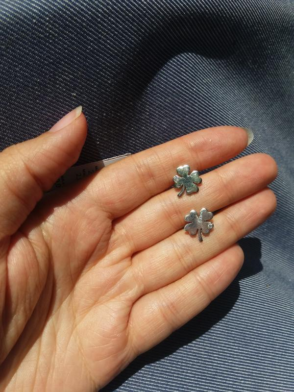 Серебряные серьги гвоздики /пусеты клеверный лист с цирконами