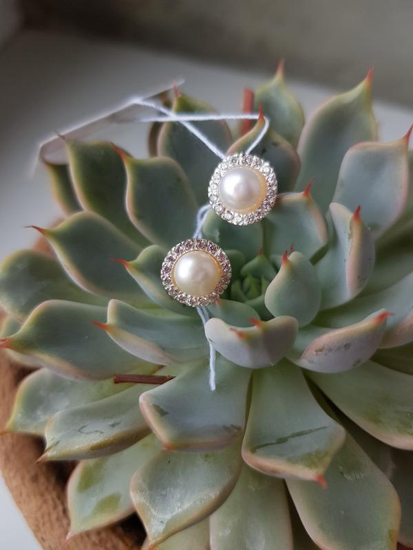 Серебряные серьги гвоздики/пусеты с жемчугом и цирконами