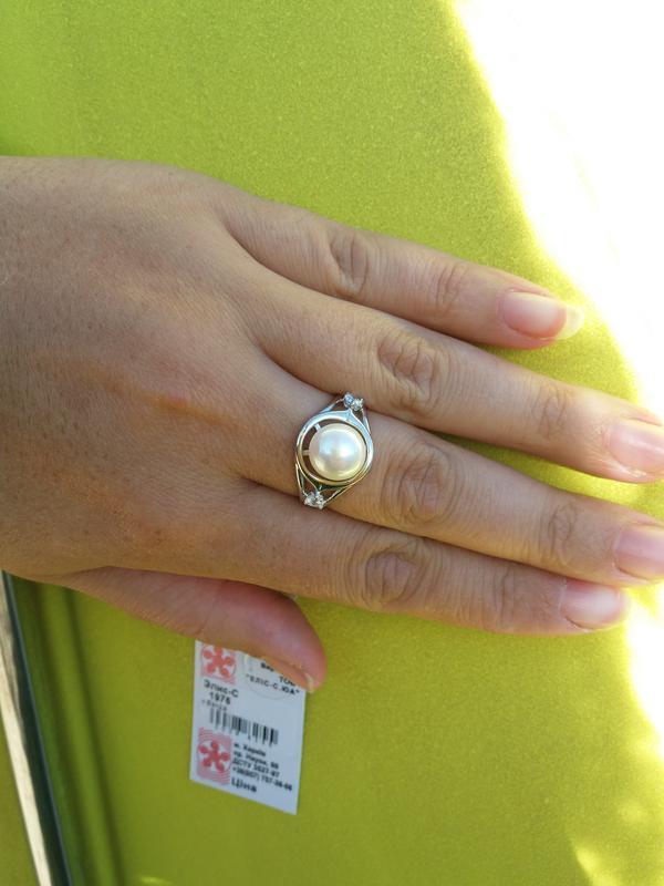 Серебряное кольцо с жемчугом 17,5 р.