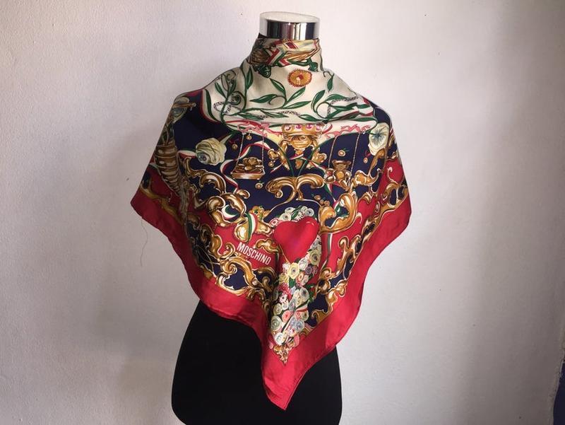 Шелковый платок брендовый