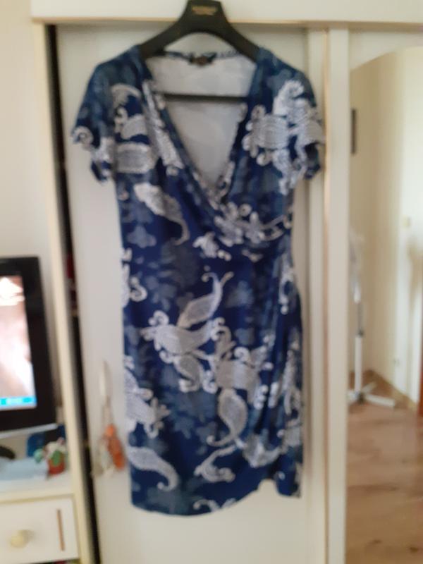Эффектное платье на запах ned